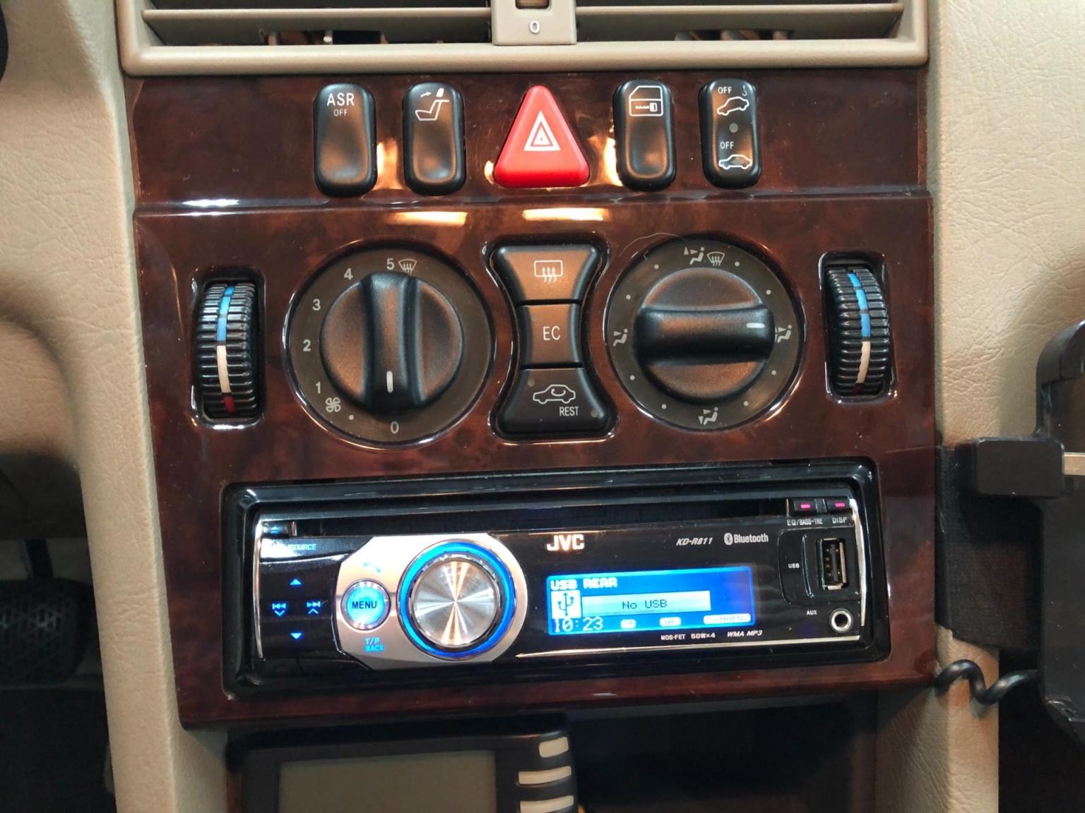 Mercedes-Benz-C-Klasse-13