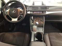 Lexus-CT-8